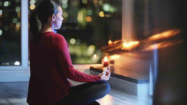 Rutina de noche: practica meditación para conciliar el sueño