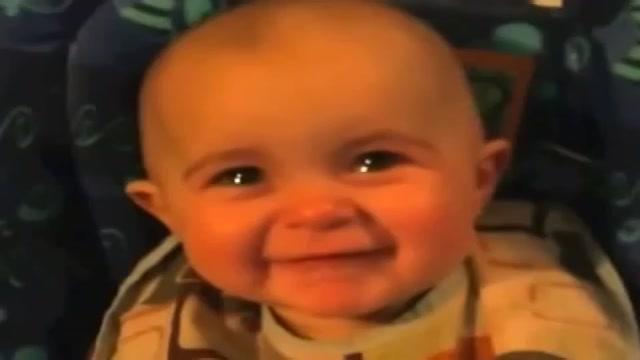 Emoción de un bebé hacia su madre
